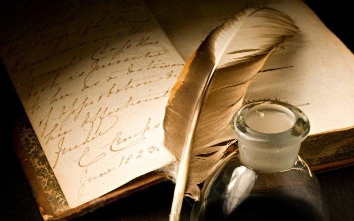 Перо с чернильницей и бумага